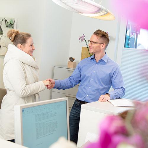 g4Psychiatrie und Psychotherapie Schlebusch - Krämer - Begrüßung am Empfang der Praxis